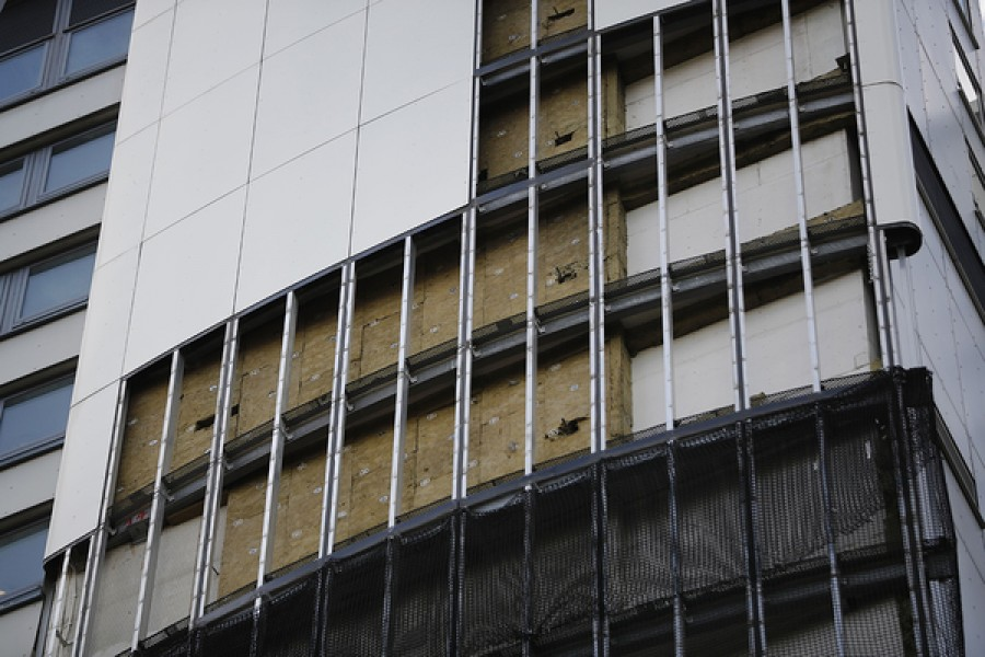 Insurers' cladding tests contradict government results on fire breaks